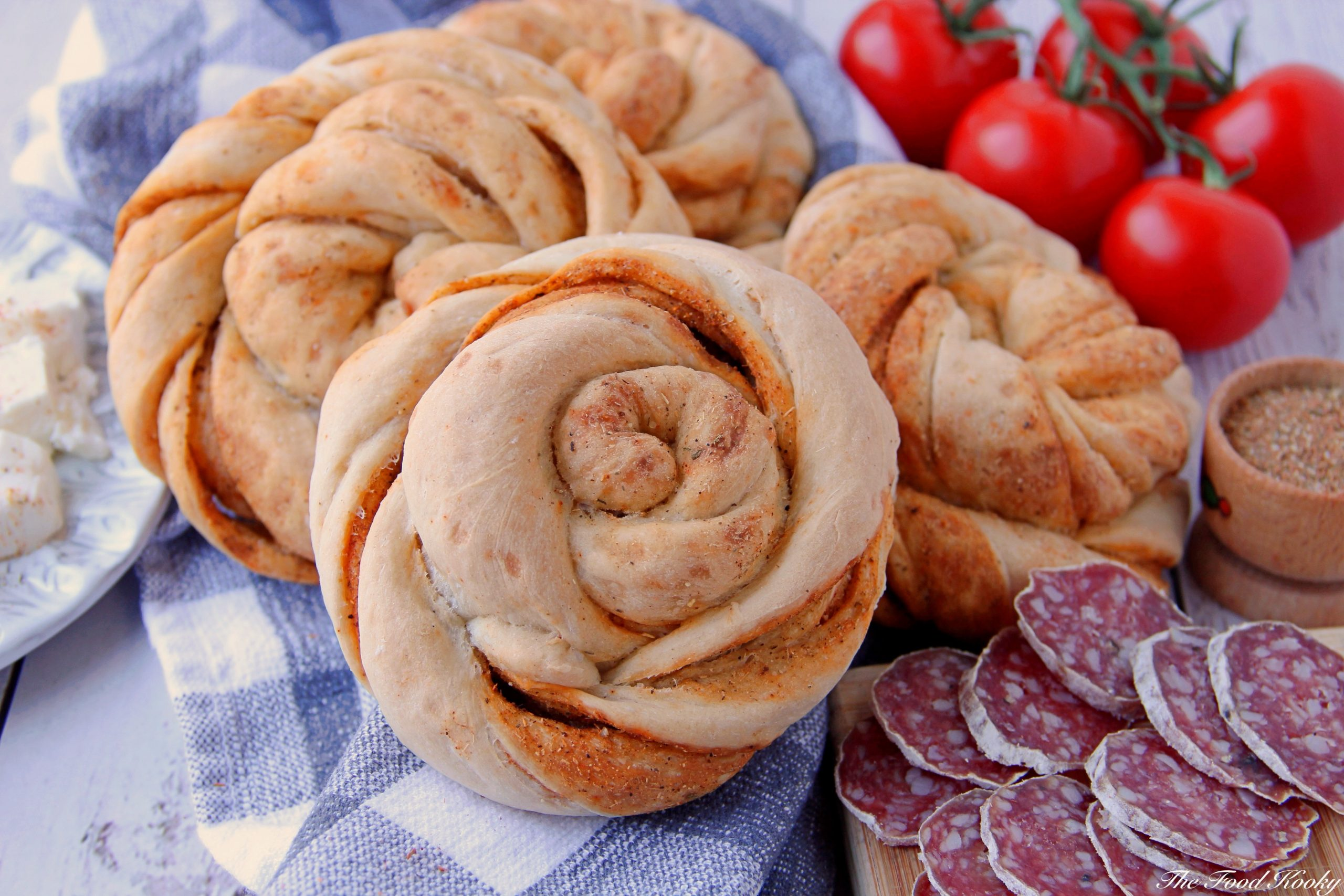 Twisted Spiral Bread Buns with Mediterranean Spices (Video)